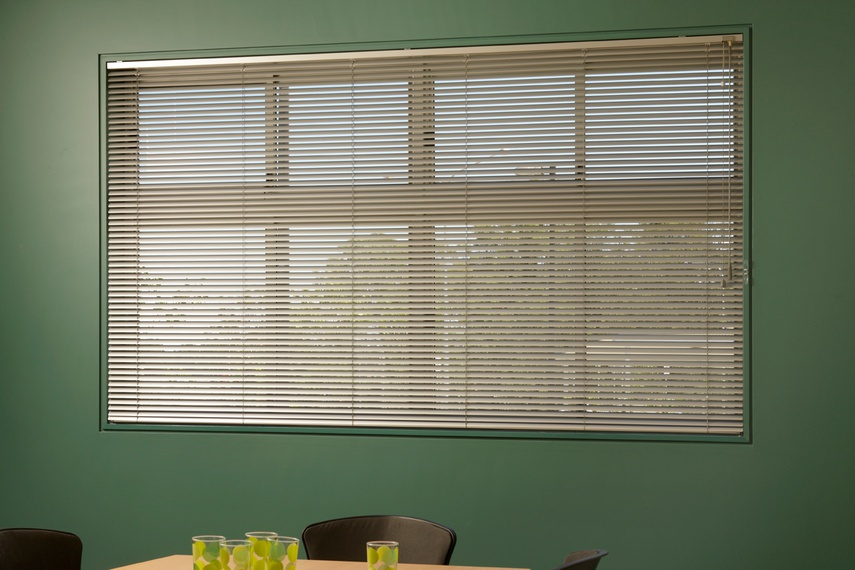 Easytilt System 2.1b. 25 mm Aluminium Venetian Blind in popular colour Stirling.