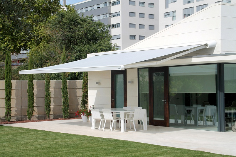 A folding arm awning from Shadewell.